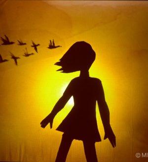 Petite fille aux oiseaux